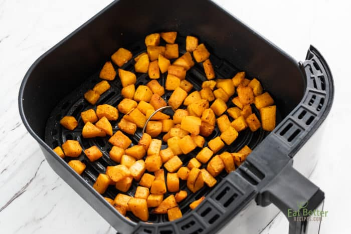 squash cubes in air fryer basket