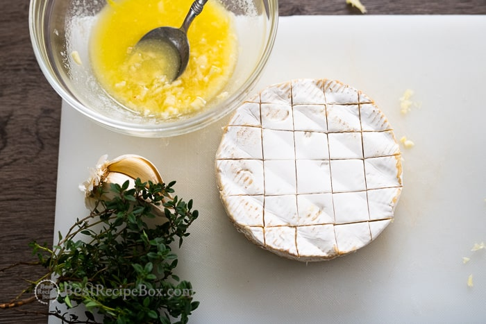Baked Brie Recipe with Garlic butter @bestrecipebox