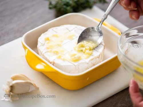 Baked Brie Recipe with Garlic butter @bestrecipebox