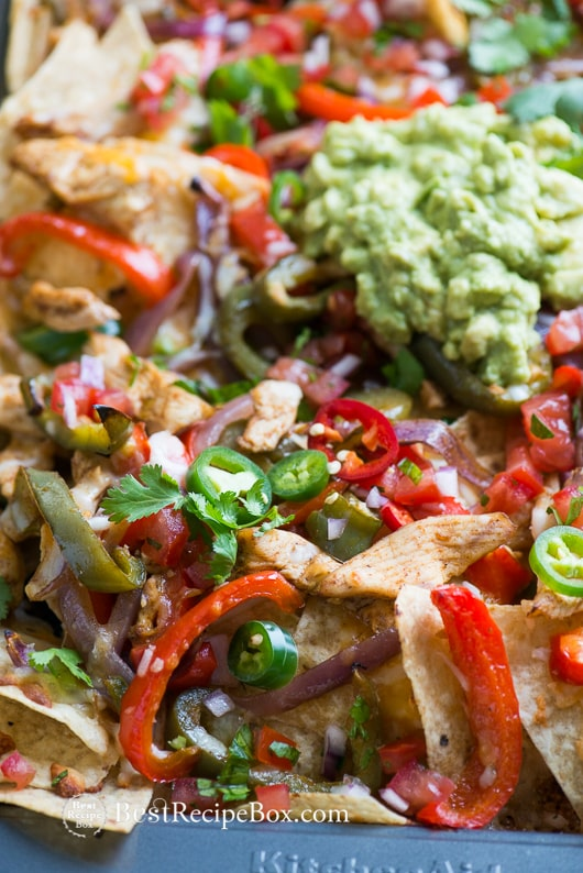 Loaded Chicken Fajita Nachos with Guacamole, Salsa, Cheese | @bestrecipebox