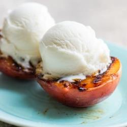 Grilled Peaches a la mode ice cream. Best Summer Peach Dessert Recipe | @bestrecipebox