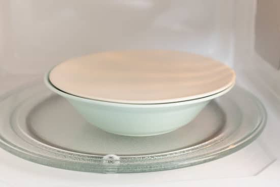 Bowl covered with lid in microwave