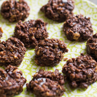 No Bake Dark Chocolate Peanut Butter Oat Cookies – Yes!