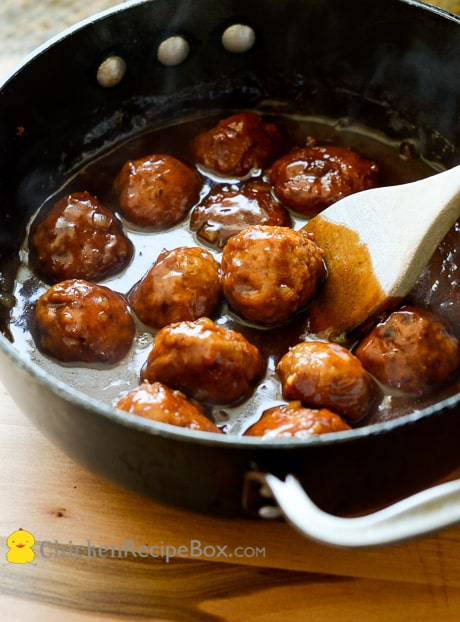 Juicy and Tender Smoky BBQ Chicken Meatballs Recipe. Will melt in your mouth! via ChickenRecipeBox.com