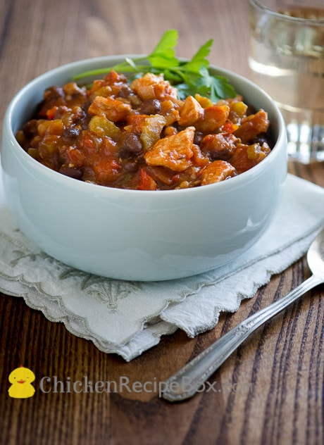Great Chicken Chili Recipe that uses fresh vegetables and ingredients via ChickenRecipeBox.com