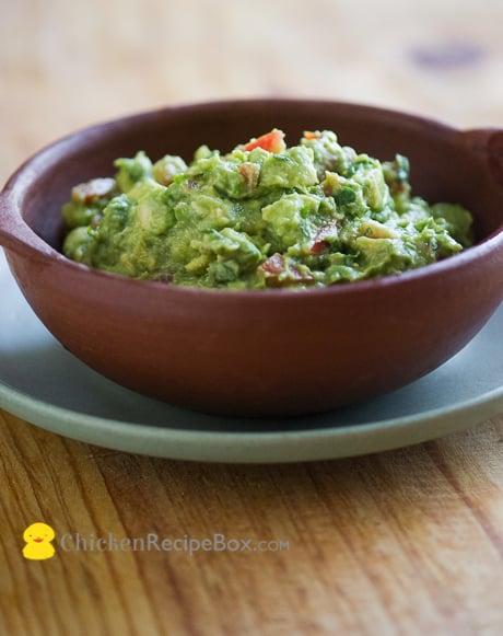 Avocado Guacamole that's Fresh and Easy to make via chickenrecipeBox.com