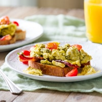Pesto Scrambed Egg and Bacon Breakfast Sandwich