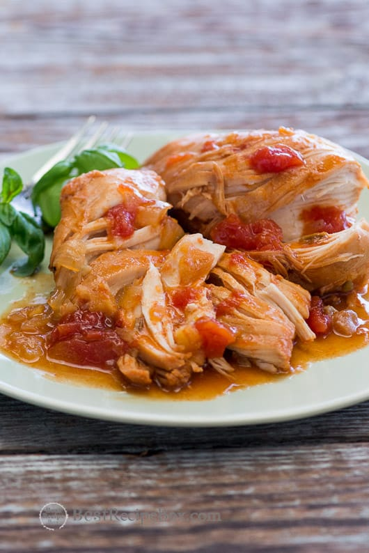 Slow Cooker Sriracha Chicken is Tender, Moist and delicious | @bestrecipebox