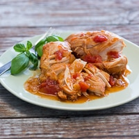 Slow Cooker Tomato Sriracha Chicken Recipe
