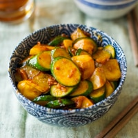 Easy Sriracha Zucchini Stir Fry Recipe- Dinner in less than 30 minutes from BestRecipeBox.com